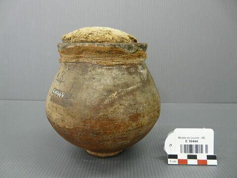 vase ; avec contenu ; bouchon de scellement ; sceau