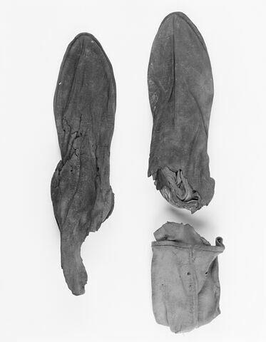 chaussure d'adulte ; botte ; paire de chaussures