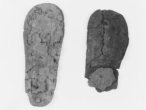 chaussure d'enfant ; sandale ; chaussure gauche