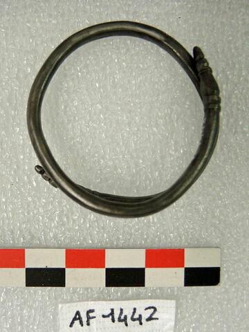 bracelet en anneau à extrémités chevauchantes