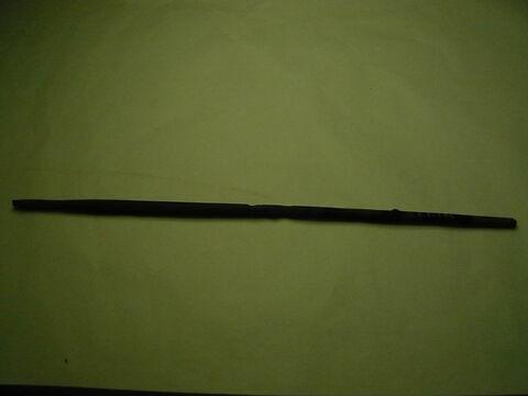 bâtonnet à kohol  ; instrument de tissage filature ou couture  ; stylet