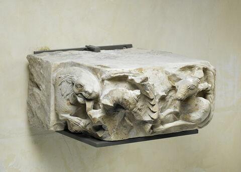 vue d'ensemble ; vue plongeante ; trois quarts © 2013 Musée du Louvre / Thierry Ollivier