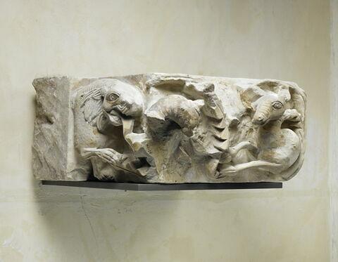 chapiteau ; pilastre