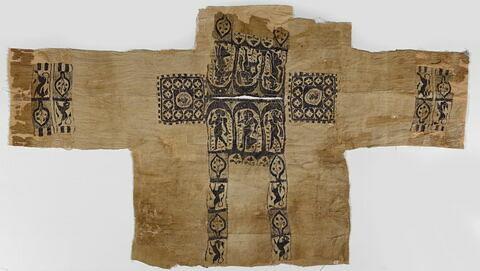 tunique ; plastron de tunique ; clavus ; tabula ; bande de poignet