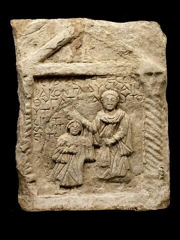 stèle de type Kom Abou Billo ; stèle à fronton