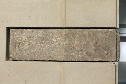 bloc de paroi ; bloc de couronnement ; pilastre