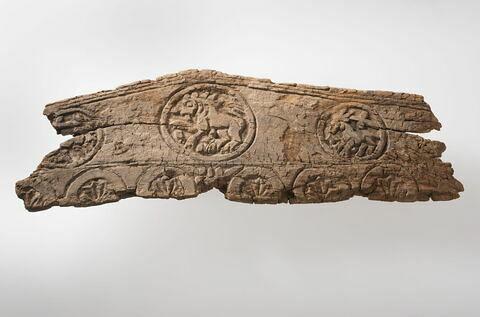 stèle  ; élément architectural  ; mobilier