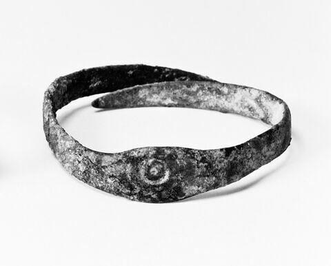 bracelet en anneau à médaillon ; anneau ouvert