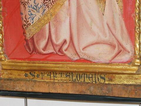 face, recto, avers, avant ; détail inscription © 2009 Musée du Louvre / Peintures