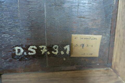 dos, verso, revers, arrière ; détail étiquette ; détail marquage / immatriculation © 2019 Musée du Louvre / Peintures