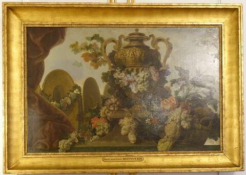 Vase d'or, fleurs, fruits