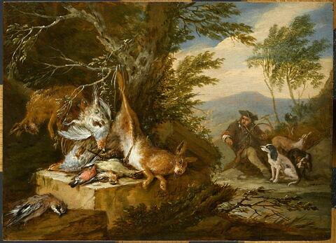 Gibier près d'un arbre et chasseur sonnant de la trompe