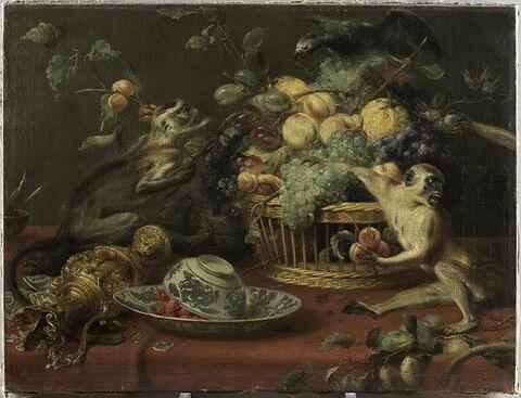 Singes et perroquet  auprès d'une corbeille de fruits