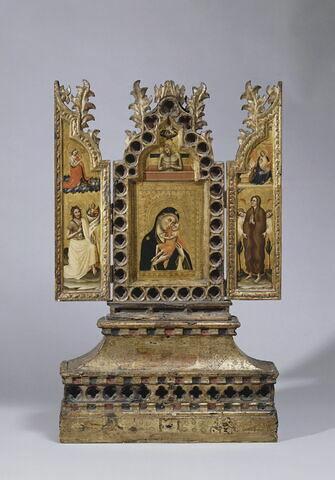Triptyque-reliquaire à volets mobiles : Panneau central : La Vierge et l'Enfant; au-dessus, le Christ au tombeau ;- Volet gauche : Saint Jean Baptiste ; au-dessus, l'Ange de l'Annonciation .- Volet droit : Sainte Marie-Madeleine ; au-dessus, la Vierge de l'Annonciation