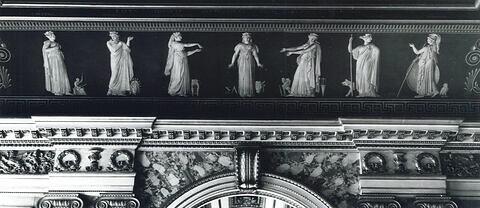 Sept villes se disputent la naissance d'Homère. Apollon admet au nombre des Muses l'Iliade et l'Odyssée