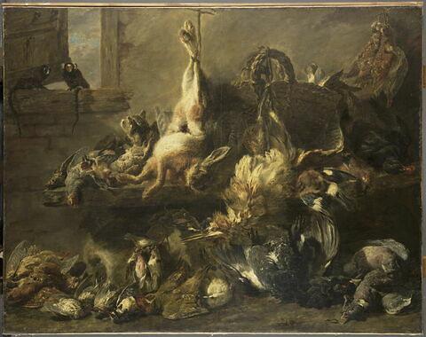 Étalage de gibier mort dans un garde-manger avec un chat et deux singes