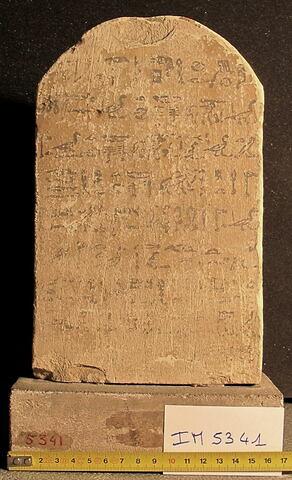 stèle cintrée ; stèle biface