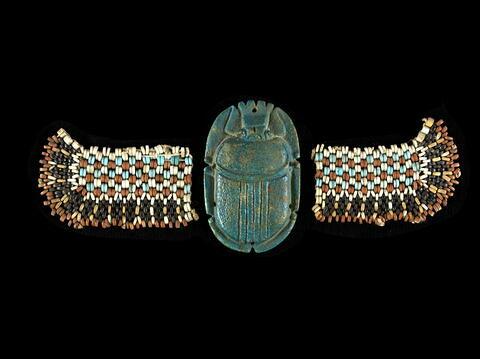 scarabée funéraire ; aile droite de scarabée funéraire ; aile gauche de scarabée funéraire ; perles