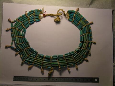 collier ousekh ; perle tubulaire ; perle en bouteille ; amulette
