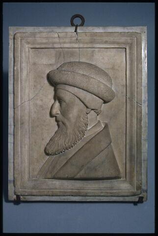 Portrait d'un personnage barbu de profil gauche et coiffe d'un bonnet de fourrure