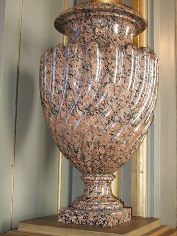 Vase à godrons torsadés