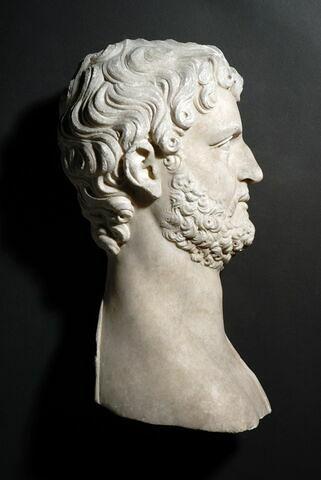 Hadrien barbu à droite