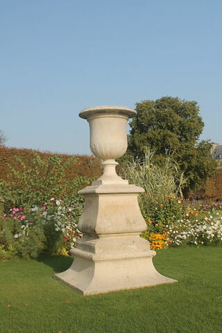 Vase à décor de cannelures et de tigettes
