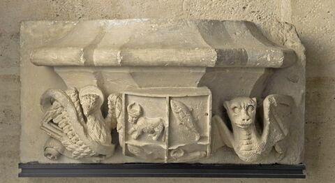 Console aux armes de Luis Sorell I de Ixar(1496-1571) et de son épouse Elena Boil entourées de l'aigle, symbole de l'évangéliste saint Jean, et d'un dragon