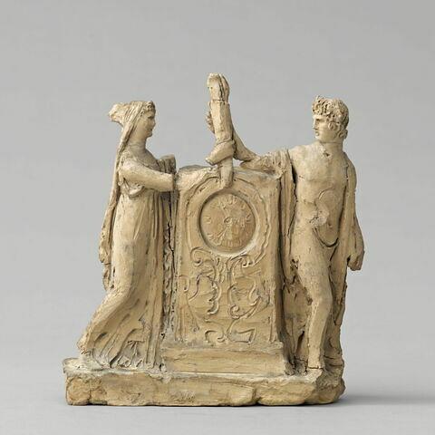 Un jeune homme et une jeune femme de part et d'autre d'une stèle (projet de pendule)
