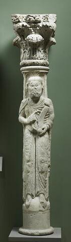 Colonne cannelée décorée d'un personnage tenant une banderole (prophète ou donateur ?)