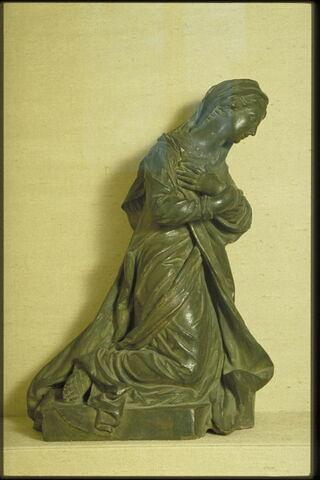 Vierge agenouillée