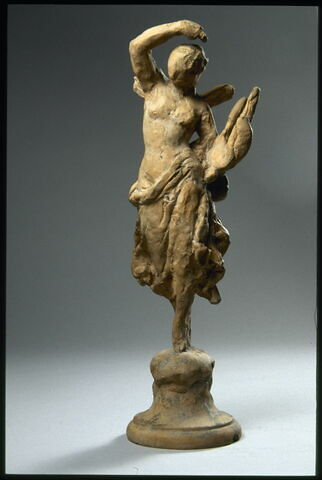 Jeune femme ailée tenant une lyre