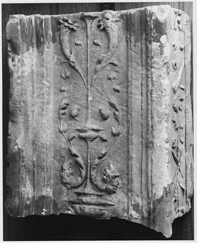 Fragment de pilastre : décor de cornes d'abondance