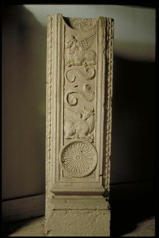 Fragment de pilastre double face
