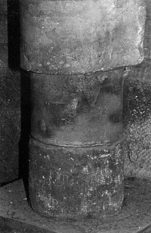 Tambour de colonne avec queue