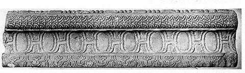 Fragment de frise à décor d'oves en méplat