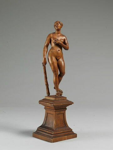 Femme nue tenant une massue