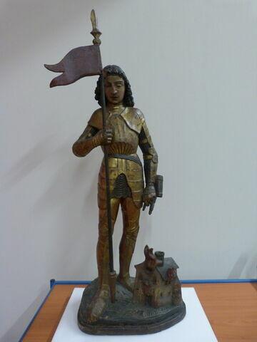 Saint Florian tenant un fanion