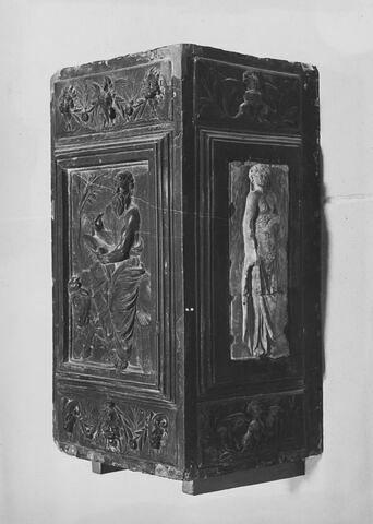 Éléments du monument funéraire d'Emeric Schillinck, chantre de Saint-Lambert de Liège de 1550 à sa mort en 1565