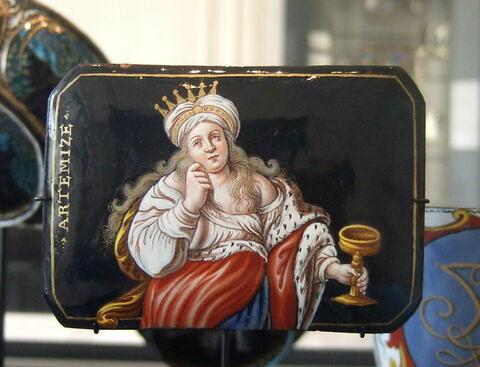 Plaque rectangulaire : Arthémise-Judith.
