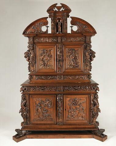 Armoire à deux corps portant la date de 1617