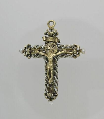 Croix pourvue d'un Christ doré