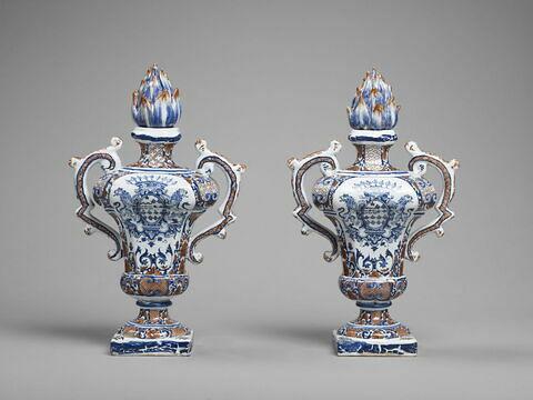 Pot à feu à deux anses aux armes de la famille la Grange de Billimont