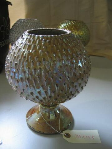 Vase en forme de pomme de pin
