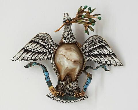Pendentif : une colombe tenant un rameau d'olivier et un phylactère