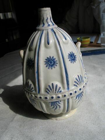 Vase à col étroit et deux anses