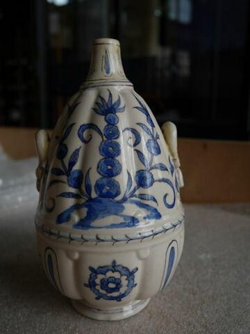 Vase cotelé à deux anses
