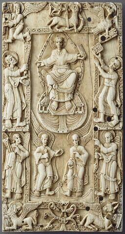 Plaque de reliure : le Christ dans le tétramorphe, entre les saints Pierre et Paul (Traditio Legis).