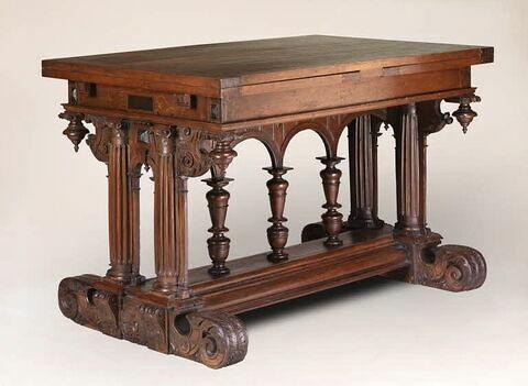 Table à arcature