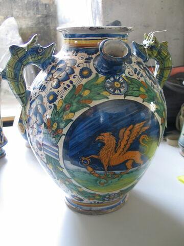 Pot ovoïde à deux anses : griffon (de Saint Clément)